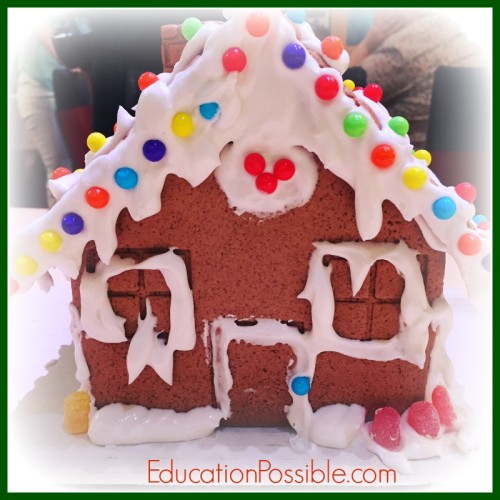 Gingerbread recipes Holiday Foods from Around the World - Education Possible One of our favorite traditions is to expand our Geography lessons to include learning about holiday customs and activities around the world. We use crafts, field trips, and of course FOOD to bring our learning to life! Inspire your teen to travel without leaving home. You might find some gifts you can make and give to friends and family this season.